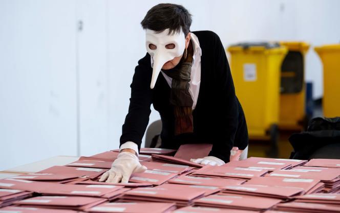 Dans un bureau de vote de Munich, en Bavière, lors des élections municipales, le 15 mars.