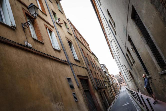 Dans le centre-ville de Toulouse lors de la première journée de confinement pour ralentir l'épidémie de Covid-19, le 17 mars.