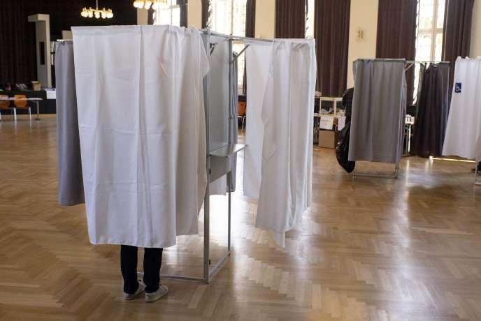 « L'abstention n'est pas un problème technique en droit électoral car il n'existe pas de condition de seuil de participation pour les élections municipaleshormis pour l'élection des conseillers municipaux au premier tour dans les communes de moins de 1 000 habitants »