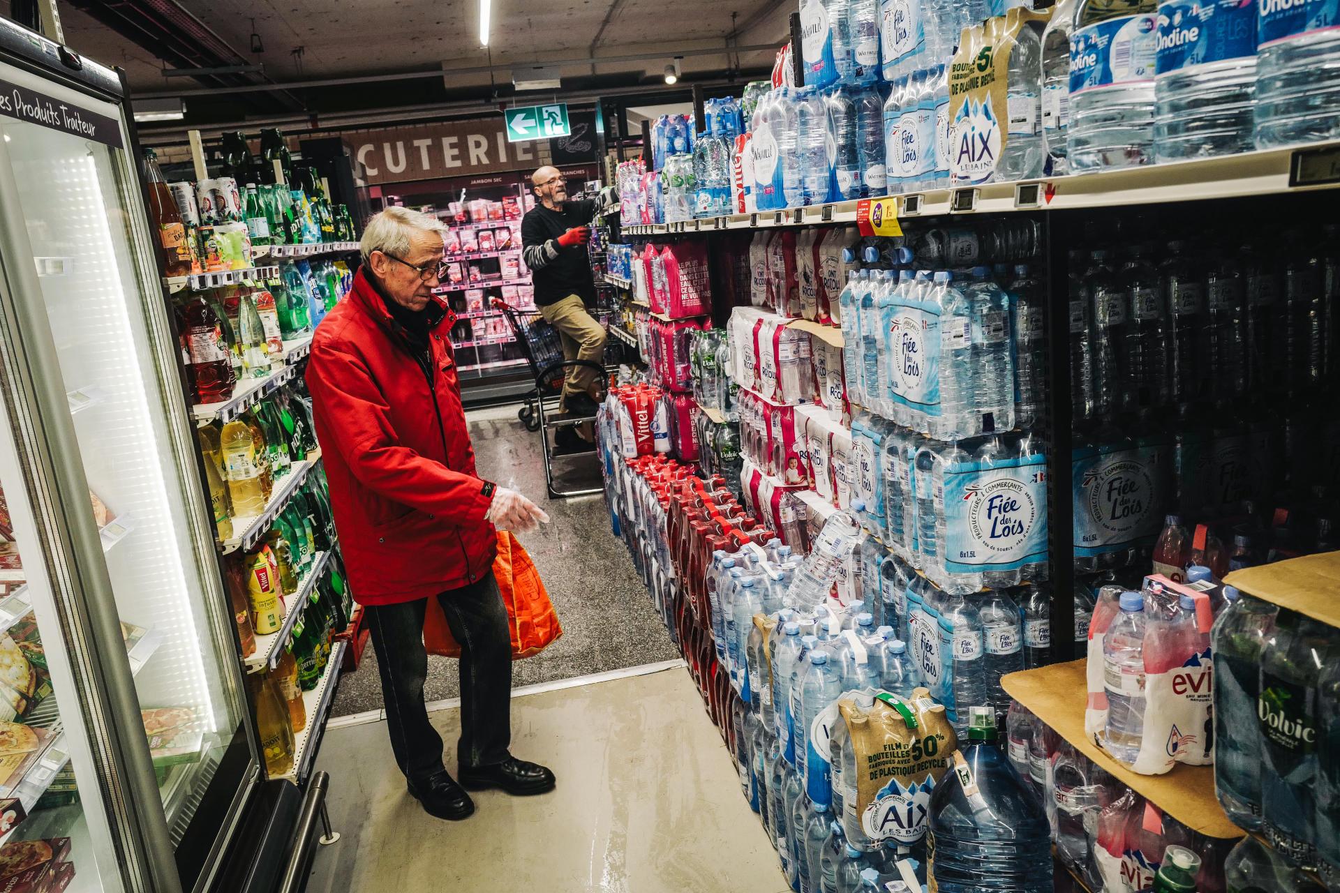 Jean-Claude, 77 ans, fait ses courses, le 18 mars.