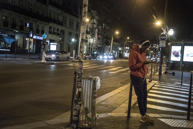 Boulevard Poissonnière à Paris, le 17 mars.