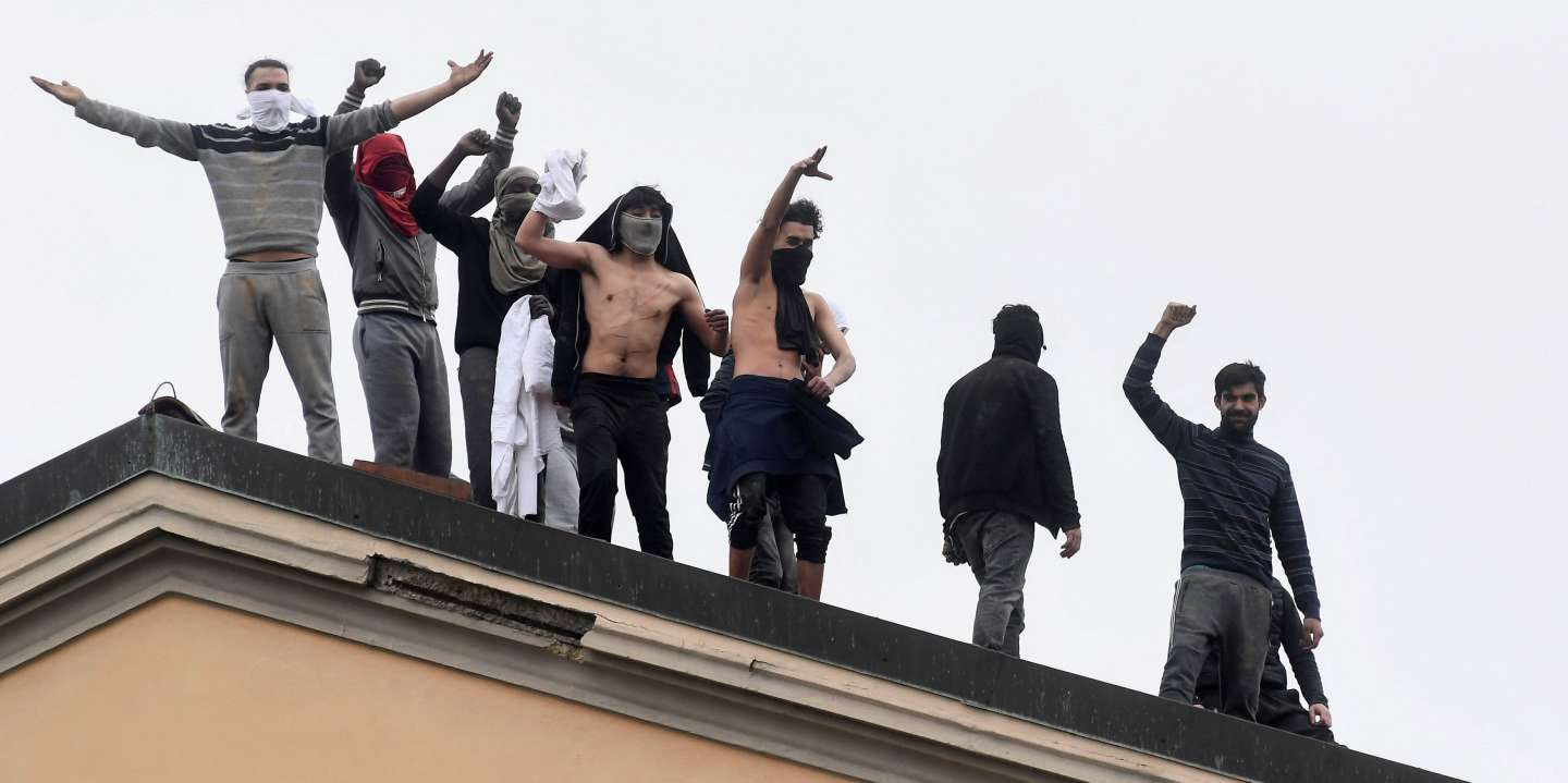 Inmates are seen on the roof of the San Vittore Prison during a revolt after family visits were suspended due to fears over coronavirus contagion, in Milan, Italy March 9, 2020. REUTERS/Flavio Lo Scalzo     TPX IMAGES OF THE DAY