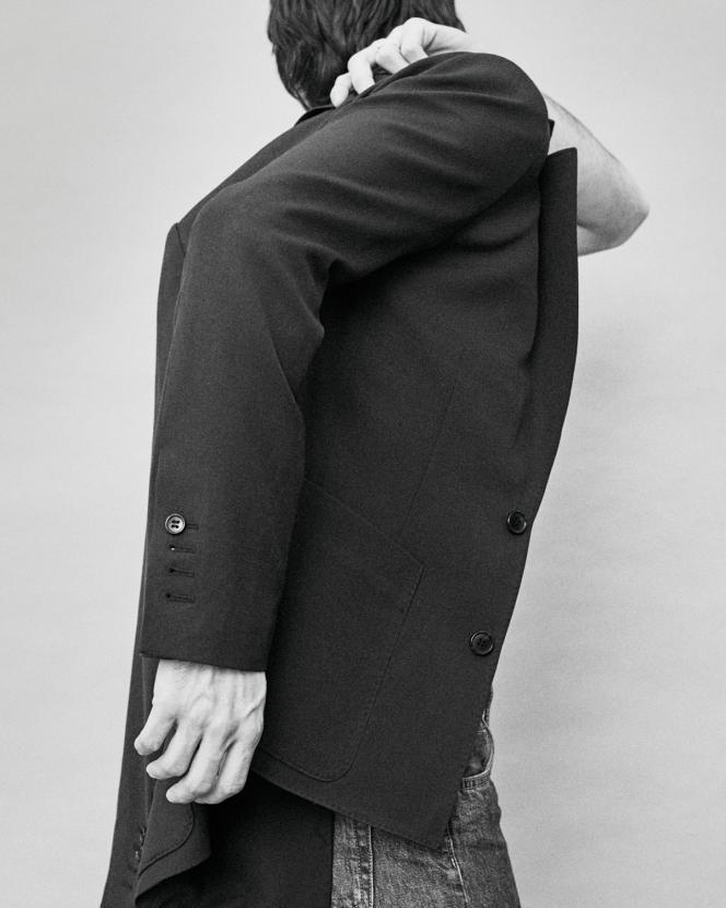 Blazer en laine, Comptoir des Cotonniers, 245 €.comptoirdescotonniers.com