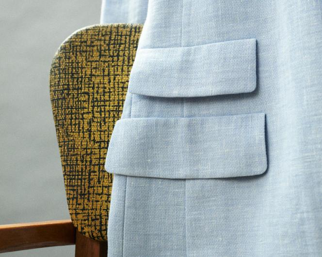 Blazer double face en mélange de lin et de laine, Akris, 2 490 €. eu.akris.com