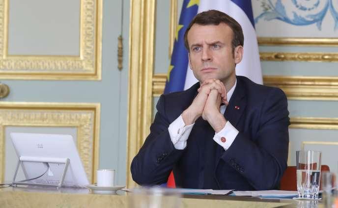 Emmanuel Macron, lors d'une réunion de travail en visioconférence avec la« task force économique»,à l'Elysée, le 19 mars 2020.