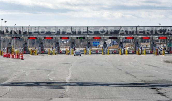 A la frontière avec les Etats-Unis à Lacolle, au Québec, le 18 mars.