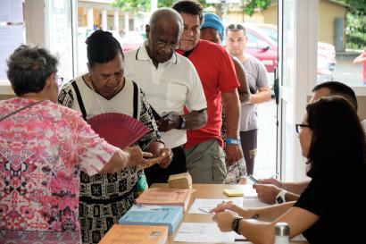 Vote pour les élections municipales à Nouméa le 15 mars.