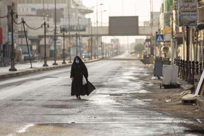 Dans une rue de Bassora, au sud de l'Irak près de la frontière iranienne, le 17 mars.