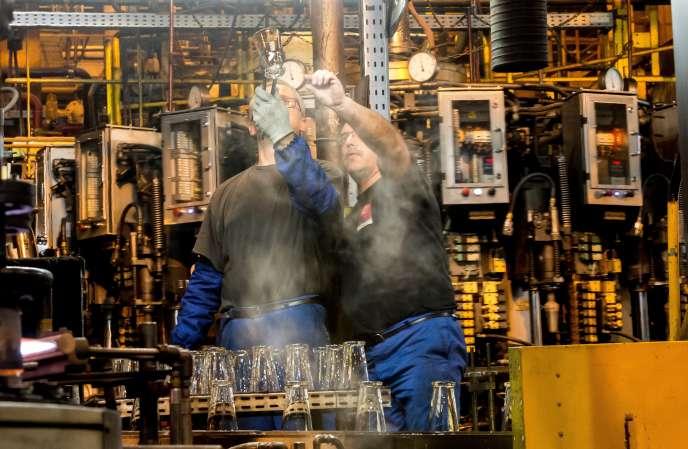 Dans une usine du fabricant de verres Arc à Arques (Pas-de-Calais), en novembre 2016.