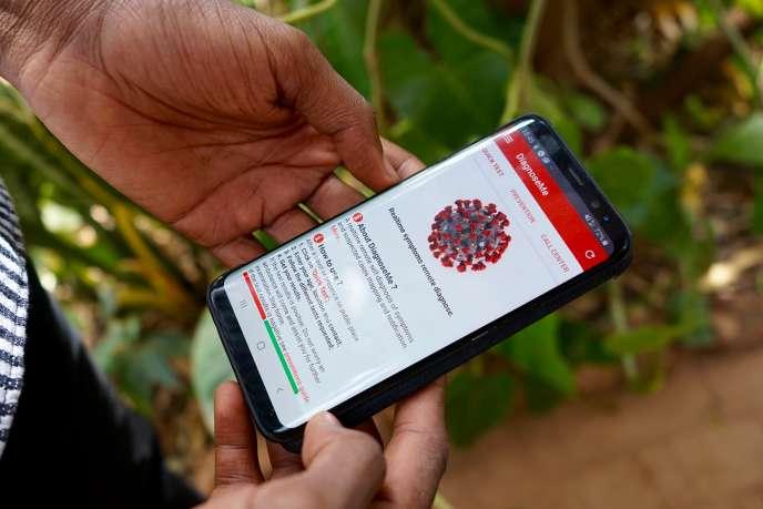 Adama Sy Traoré présente son appli mobile, DiagnoseMe, encore en cours de développement.
