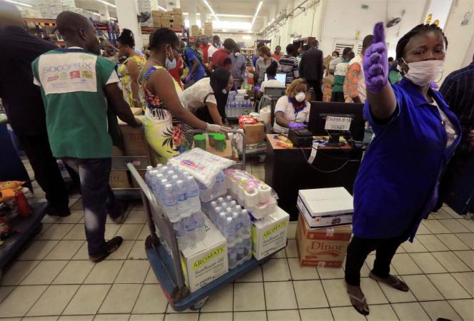 Dans un supermarché d'Abidjan, le 18 mars 2020.
