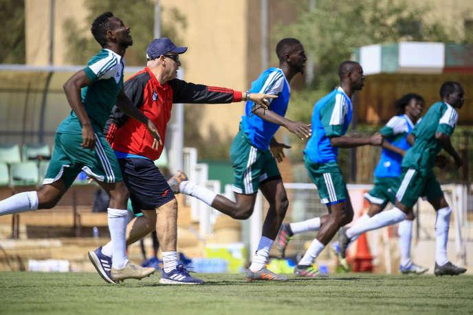 L'entraîneur français Hubert Velud avec les Crocodiles du Nil, l'quipe nationale du Soudan, le 18 février 2020 à Khartoum.