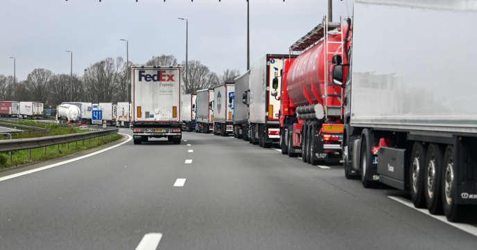 Sur l'autoroute A16, près de Lille, le 19 mars.