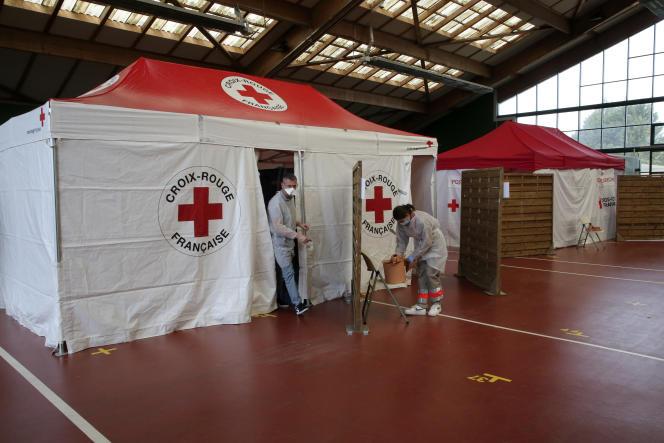 Un poste avancé de la Croix-Rouge accueille des patients inquiets d'être atteints du Covid-19, à Saint-Jean-de-Luz (Pyrénées-Atlantiques), le 19 mars.