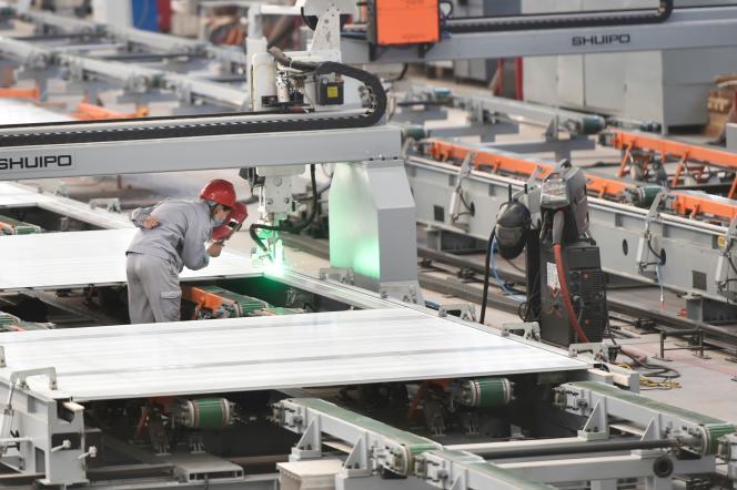 Dans une usine d'aluminium de Zouping (province chinoise de Shandong), le 14 mars.