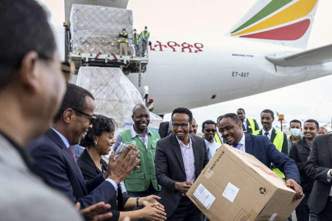 Réception de plus de 6 millions d'articles médicaux chinois,le 22 mars à Addis-Abeba, en Ethiopie, grâce aux dons du millardaire Jack Ma.