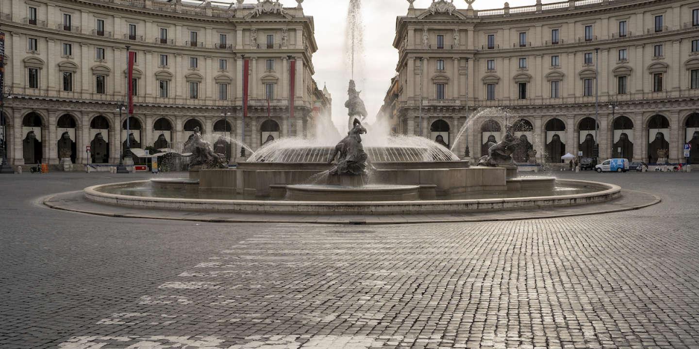 La place de la République, à Rome. Le 17 mars 2020. Depuis une semaine les italiens sont officiellements confinés sur le territoire national pour lutter contre la propagation du Covid-19.
