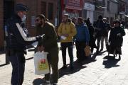 Contrôle de police à l'entrée d'un marché, à Lille, le 22 mars.