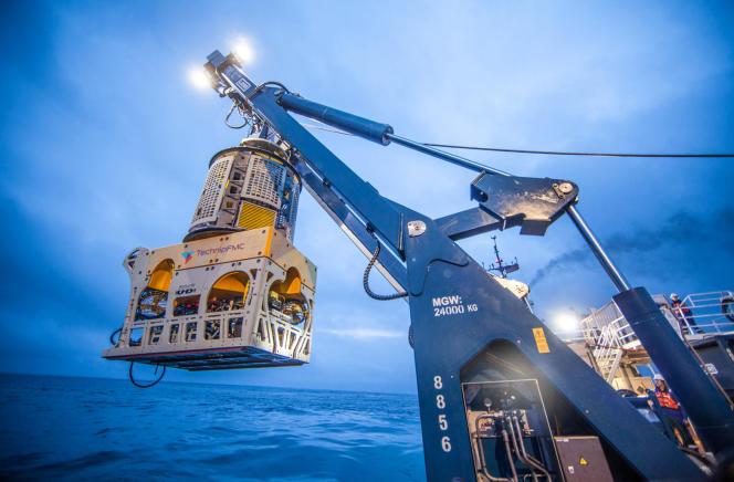 Un véhicule télécommandé TechnipFMC (ROV) est déployé pour fournir des services sous-marins.