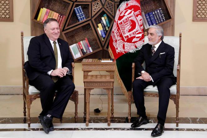 Mike Pompeo, le secrétaire d'Etat américain, et Abdullah Abdullah, l'ex-chef de l'exécutif afghan, le 23 mars à Kaboul.