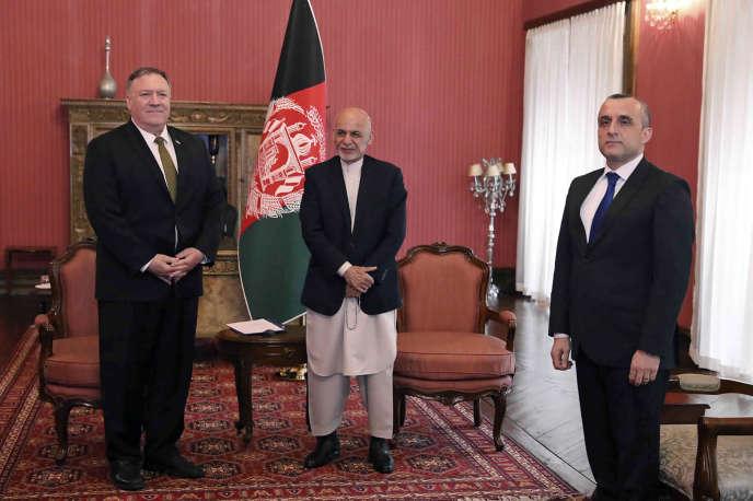 Le chef de la diplomatie américaine, Mike Pompeo (à gauche), le président du gouvernement afghan, Ashraf Ghani (au centre), et le vice-président, Amrullah Saleh, à Kaboul, en Afghanistan, le 23mars.