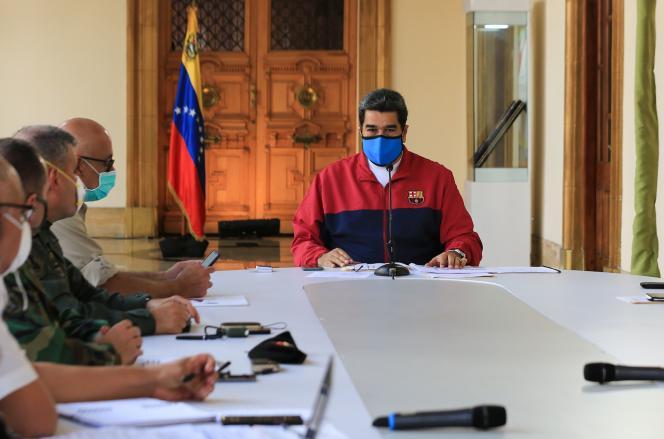 Cette photo diffusée par la présidence vénézuélienne montre Nicolas Maduro lors d'une allocution télévisée sur la pandémie, à Caracas, le 22 mars.