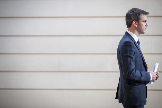 Le ministre de la santé, Olivier Véran, après un conseil des ministres extraordinaire sur l'épidémie de Covid-19, à Paris, le 29 février.