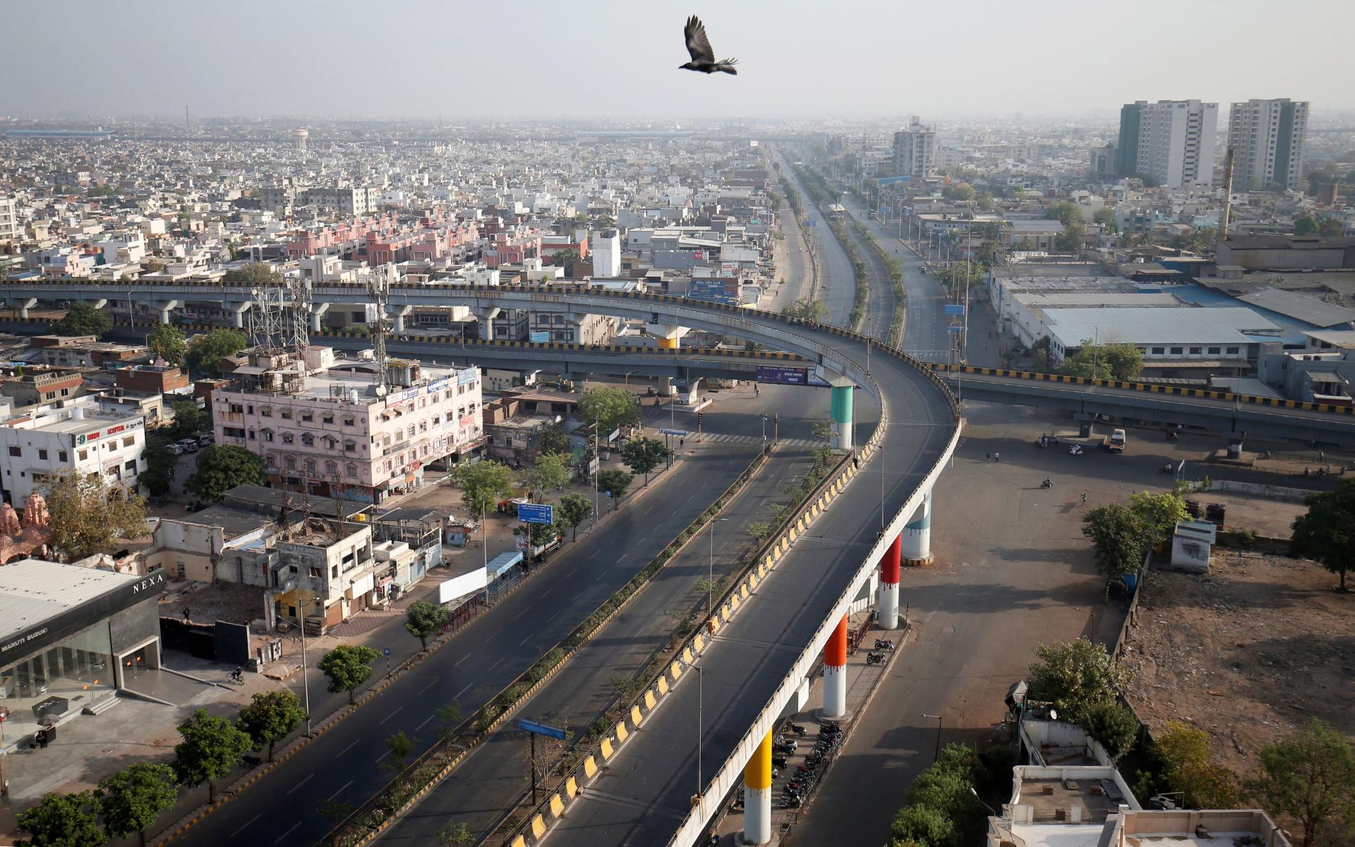 Routes désertes durant le couvre-feu à Ahmedabad, en Inde, le 22 mars.