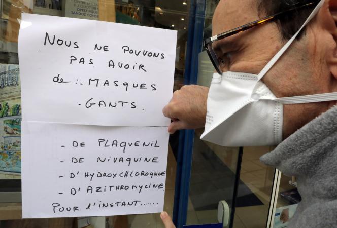 Devant une pharmacie, à Nice, le 23 mars 2020.