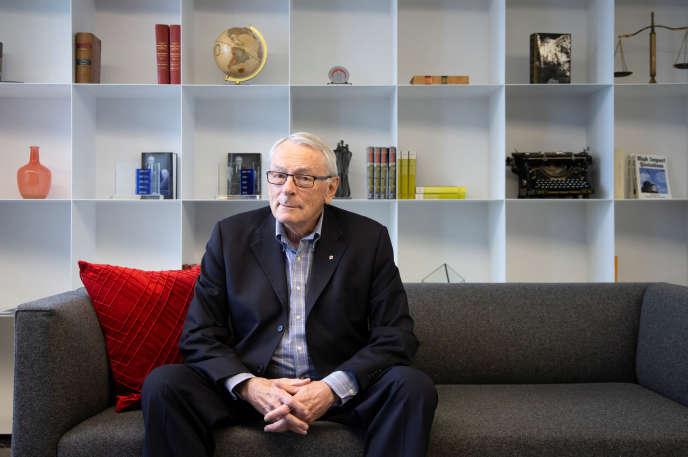 Dick Pound, membre du Comité international olympique (CIO), pose dans ses bureaux à Montréal, Québec, Canada le 26 février.