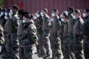 Soldats français sur le site de l'hôpital de campagne installé à Mulhouse pour recevoir les malades du Covid-19,le 22 mars 2020.