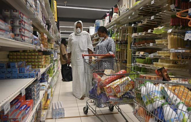Dans un supermarché d'Abidjan le 21 mars 2020.