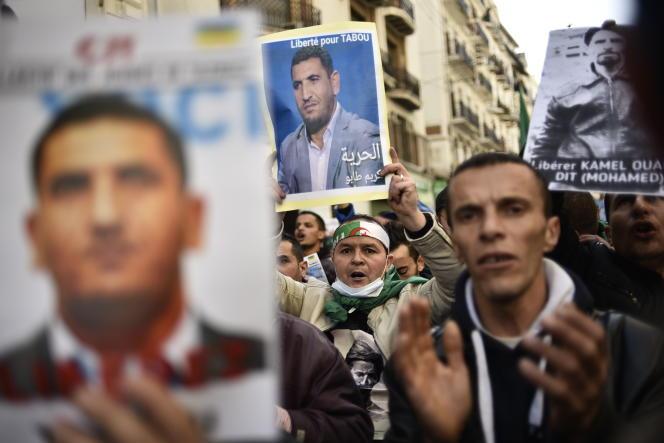 Manifestation pour la libération de Karim Tabbou dans les rues d'Alger, le 24 janvier 2 020 (Photo by RYAD KRAMDI / AFP)