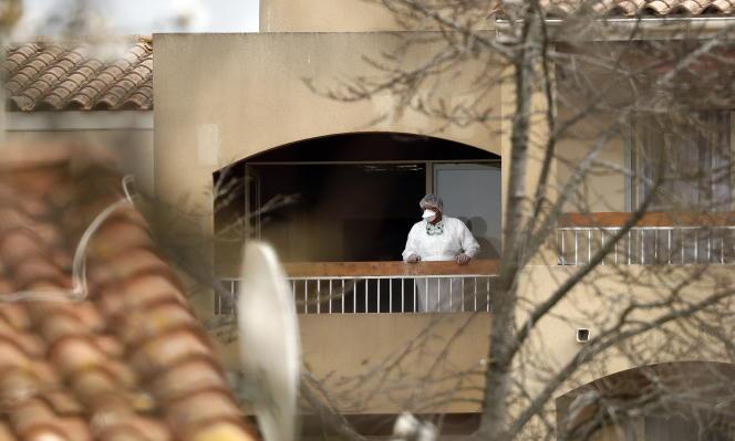 A l'Ehpad des Aiguerelles à Mauguio (Hérault), où trois décès de résidents testés positifs ont été recensés.
