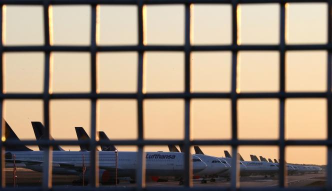 Des avions cloués au sol à l'aéroport de Francfort, en Allemagne.