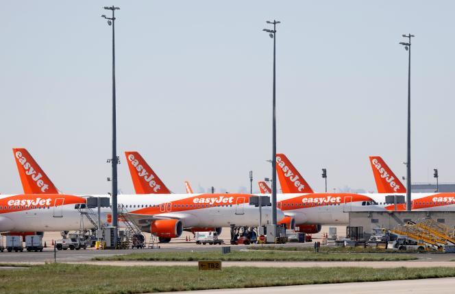 Des avions easyJet sur le tarmac de l'aéroportParis Charles-de-Gaulle le 24 mars.