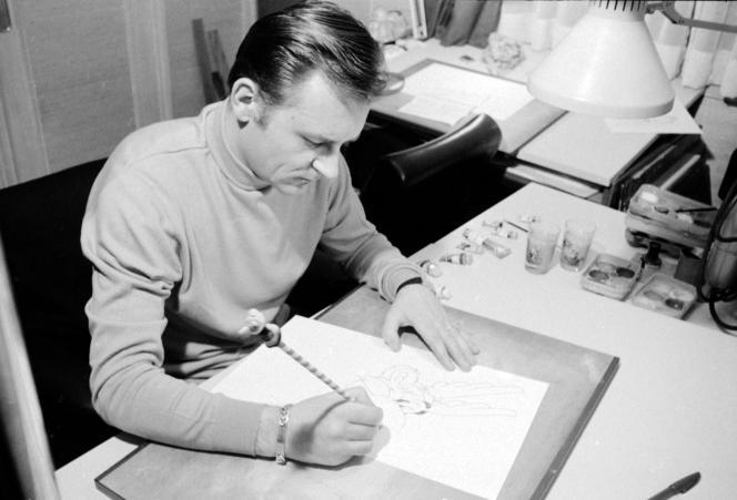 Albert Uderzo, coauteur de la série de bandes dessinées «Astérix et Obélix», au travail dans l'atelier de l'éditeur Dargaud, dans les années 1960.
