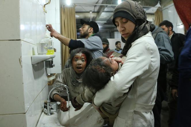 La pédiatre Amani Ballour soigne de jeunes patients.