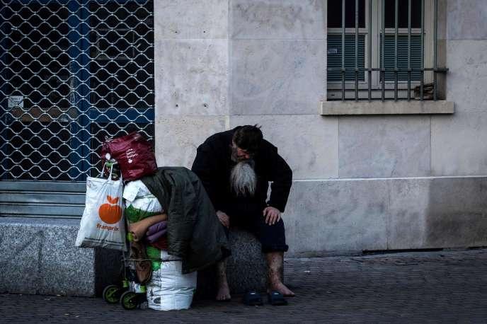 Un homme sans-abri, à Paris, le 17 mars.