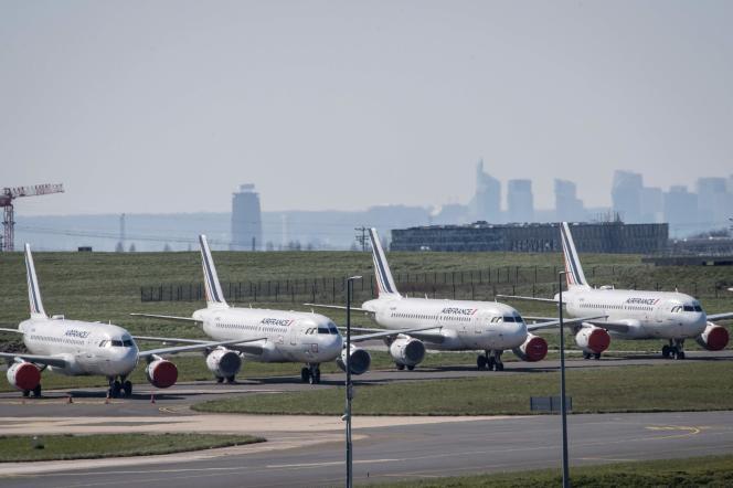 Des avions Air France le 24 mars à l'aéroport Roissy-Charles-de-Gaulle.