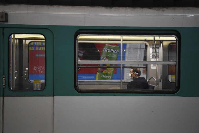 Une rame de métro, à Paris, le 23 mars.