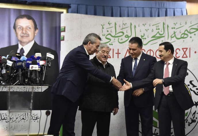 Durant la cinquième campagne électorale d'Abdelaziz Bouteflika, le 2 février 2019, plusieurs ministres représentent le président algérien, dont le premier ministre Ahmed Ouyahia (au centre), à Alger.