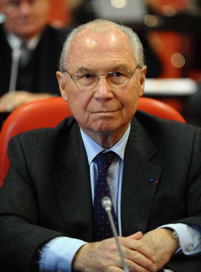 Jacques Oudin, au conseil général de la Vendée, à La Roche-sur-Yon, le 30 novembre 2010.