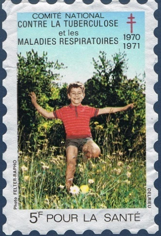 « Enfant courant dans la prairie», vignette sans usage postal éditée par le Comité national contre la tuberculose et les maladies respiratoires en 1970.
