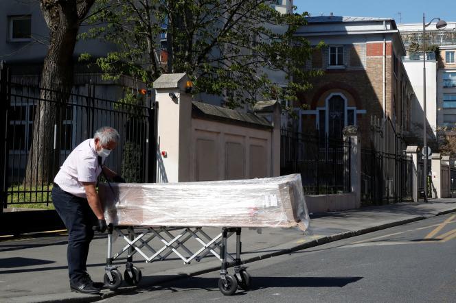 Dans un établissement de la Fondation Rothschild à Paris, près de 80 personnes ont été testées positives, et une dizaine sont mortes.