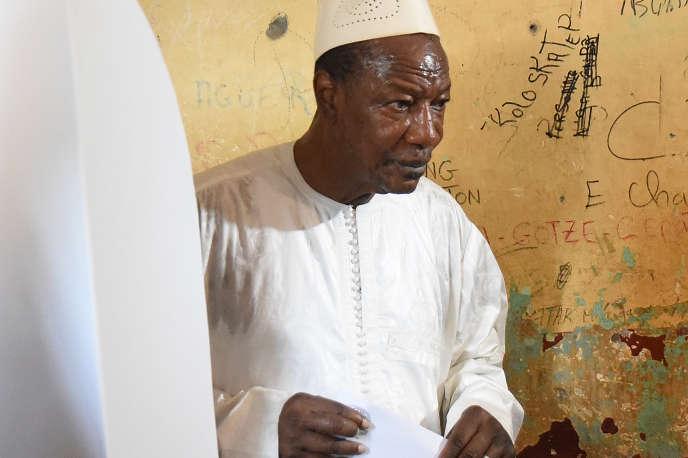 Le président guinéen Alpha Condé, le 22 mars 2020, lors du référendum constitutionnel.