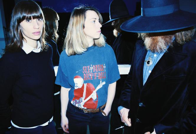 Le trio Juniore. De gauche à droite : la chanteuse Anna Jean, la batteuse Swanny Elzingre et le guitariste Samy Osta.
