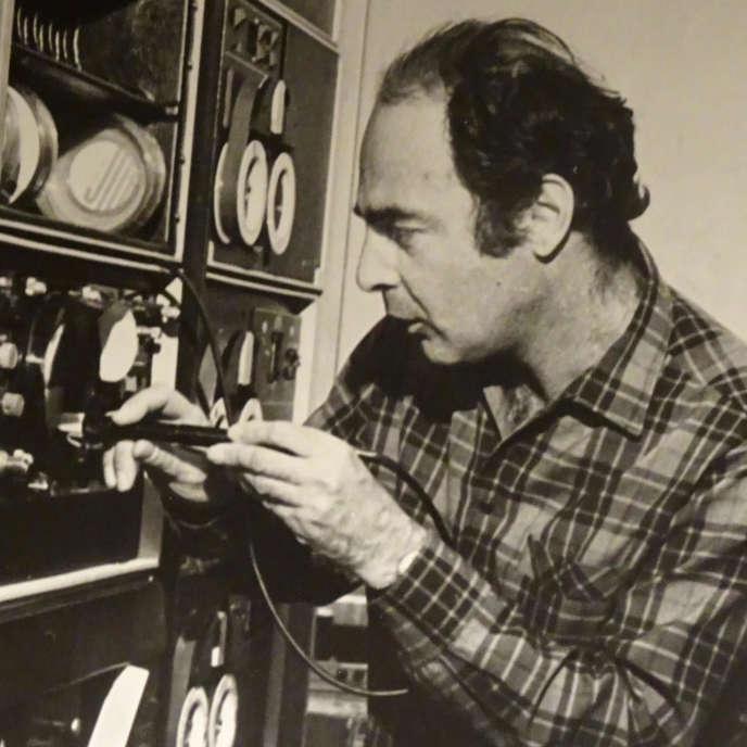 Le physicien Robert Klapisch lors d'une expérience auprès de l'accélérateur de Dubna (ex-URSS) vers 1976.