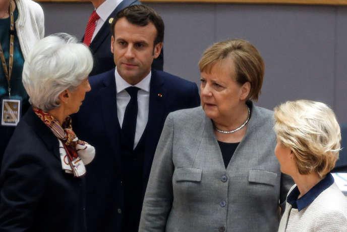 De gauche à droite : la présidente de la BCE, Christine Lagarde , le président français Emmanuel Macron, la chancelière allemande, Angela Merkel, et la présidente de la Commission européenne, Ursula von der Leyen, lors d'un sommet de l'Union européenne à Bruxelles, le 13 décembre 2019.