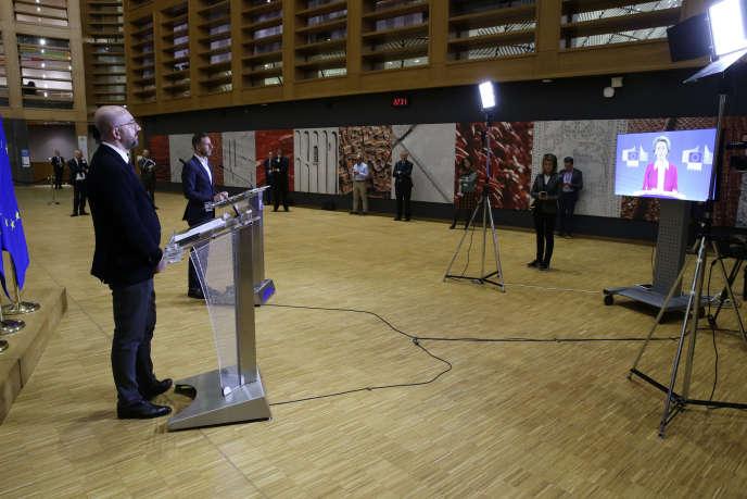 Charles Michel, président du Conseil européen, et Ursula von der Leyen, présidente de la Commission européenne, tiennent une conférence de presse, le 26 mars.